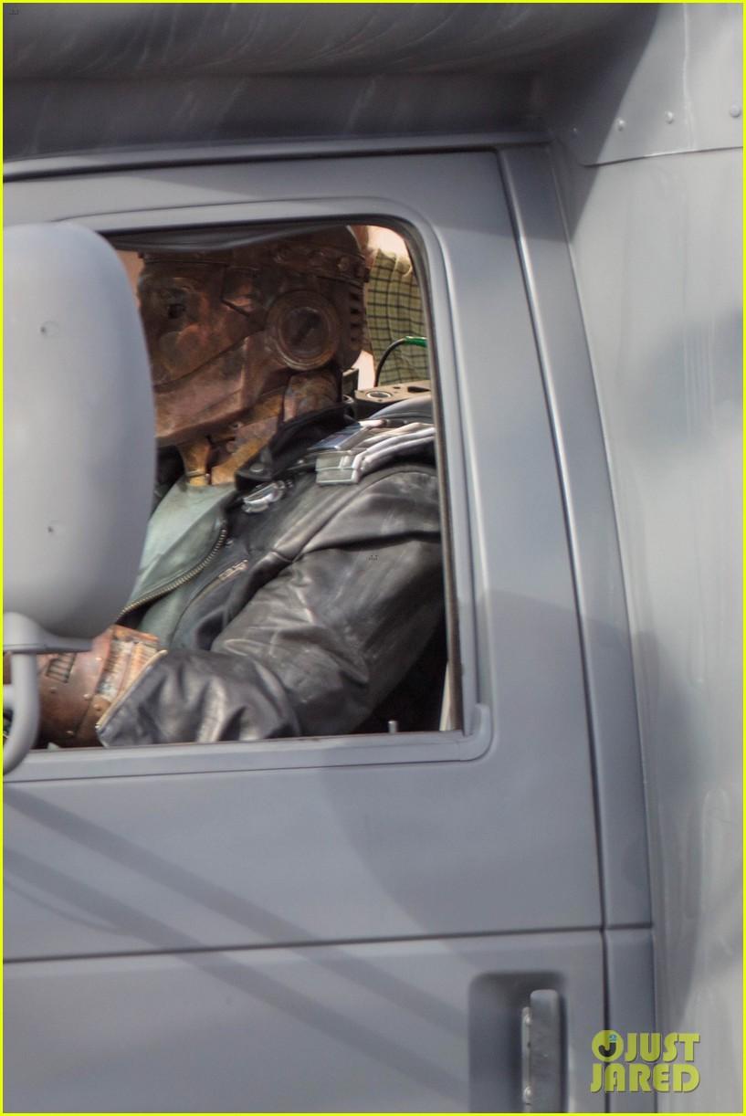 diane-guerrero-april-bowlby-doom-patrol-set-photos-02.jpg (1. Kb)
