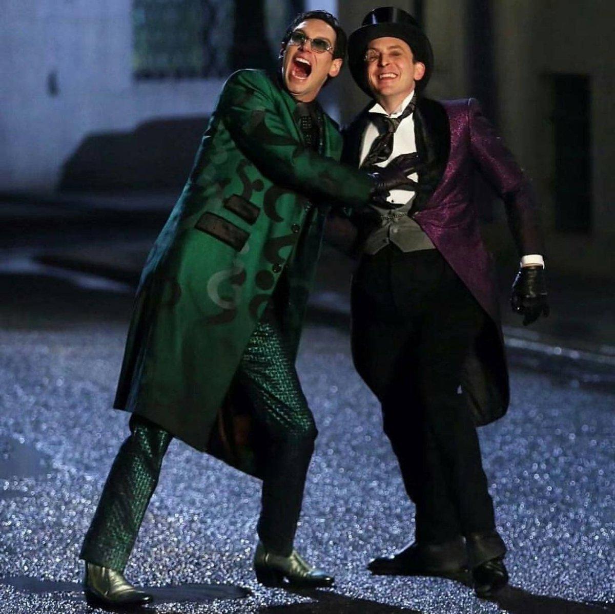 Ріддлер та Пінгвін в класичних костюмах у серіалі